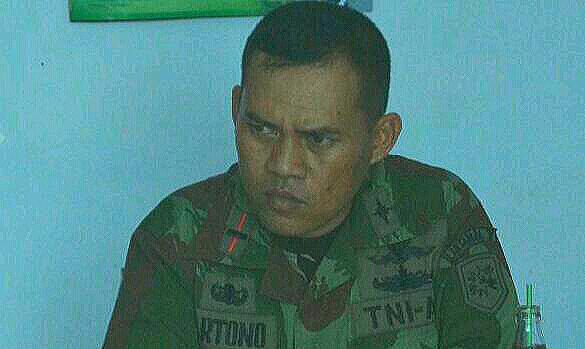 <b>Komandan Pos</b> TNI Angkatan Laut Rembang Letda Hartono. (Foto:Pujianto) - C360_2014-10-18-15-43-38-760