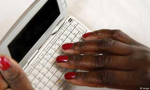 Laporkan Korupsi Lewat Aplikasi Ponsel Pintar