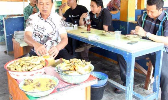 Pedagang Lontong Tuyuhan Kampanye Batik Lasem