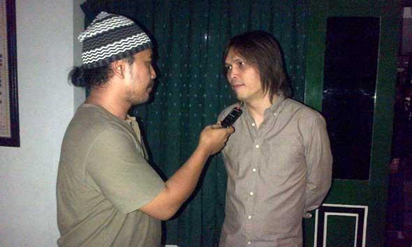 Once Mekel saat ditemui mataairradio.com di sela kunjungannya di kediaman Kyai Haji Ahmad Mustofa Bisri atau Gus Mus, Selasa (6/9/2014) petang. (Foto:mataairradio.com)
