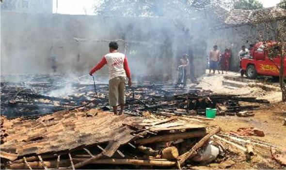 Rumah Perajin Sapu Lidi di Sale Ludes Terbakar