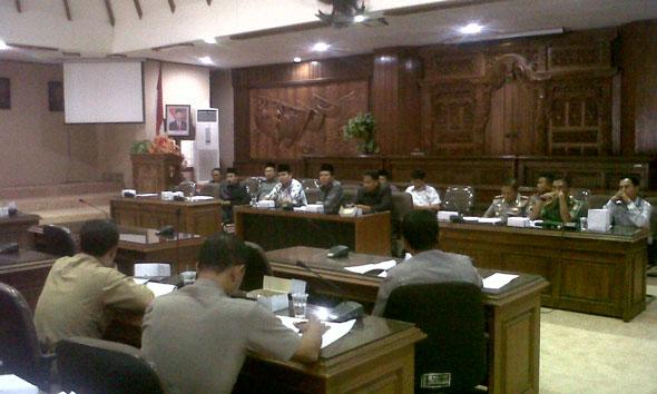 Forum audiensi antara perwakilan pemilik kapal, nahkoda, dan awak korban penyanderaan dengan pihak terkait, termasuk kepolisian, tentara, dan DPRD di Ruang Rapat Utama DPRD Rembang, Selasa (11/11/2014) pagi.
