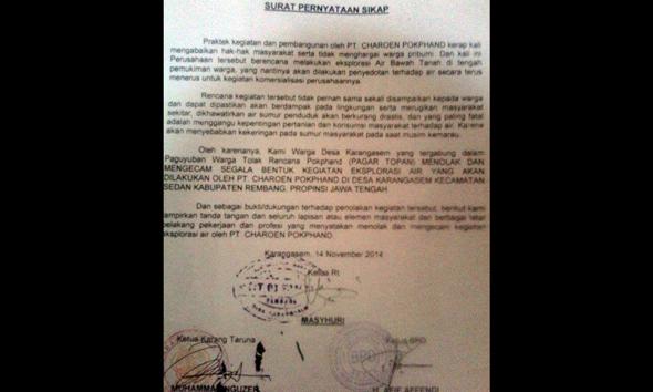 Pernyataan sikap dari kelompok warga Desa Karangasem Kecamatan Sedan atas rencana pengeboran di tengah permukiman desa setempat. (Foto:Pujianto)