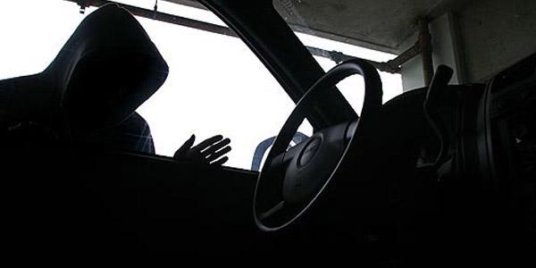 Ditinggal 15 Menit, Isi Mobil Kontraktor Ludes Dicuri
