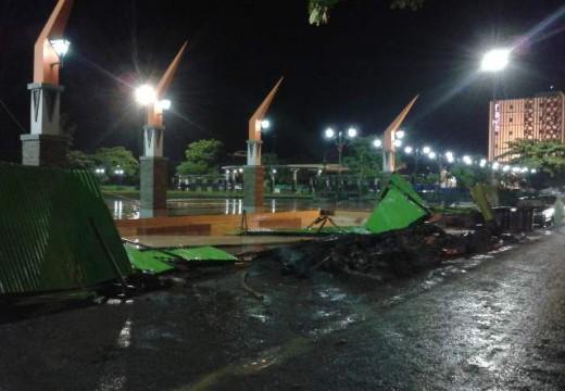 Pagar Pembatas Proyek Roboh, Alun-alun Rembang Masih Ditutup