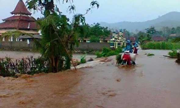 Hujan Sejam, Tegaldowo Banjir Bandang