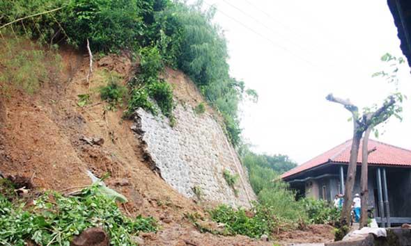 Foto longsor di Desa Kumbo beberapa bulan yang lalu. (Foto:Pujianto)