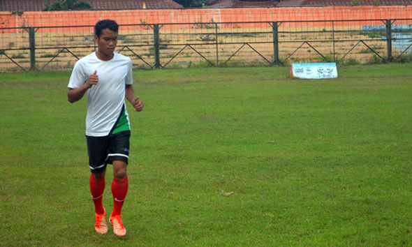 Eriyanto tiba di Stadion Krida Rembang, Sabtu (24//2014) sore. (Foto:Pujianto)