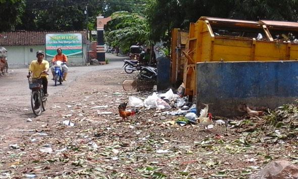 Kontainer sampah di bilangan Undaan Desa Sumberjo Kecamatan Rembang. (Foto:Pujianto)