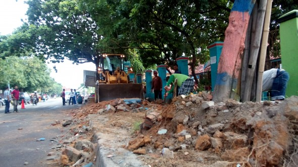 Taman Dibongkar untuk PKL, Dua Sekolah Terganggu
