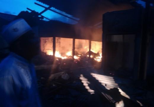Dua Los Pedagang Pasar Pandangan Terbakar