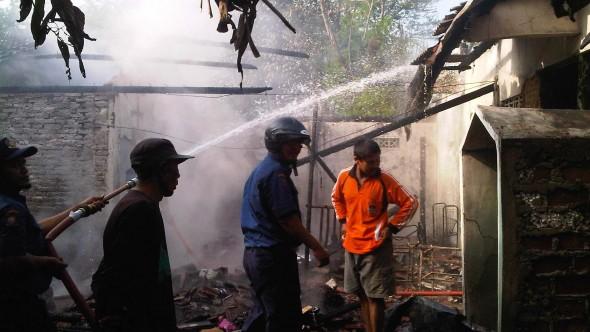 Kebakaran di Desa Banyudono, pada Senin (02/03/2015) pagi. (Foto: Pujianto)