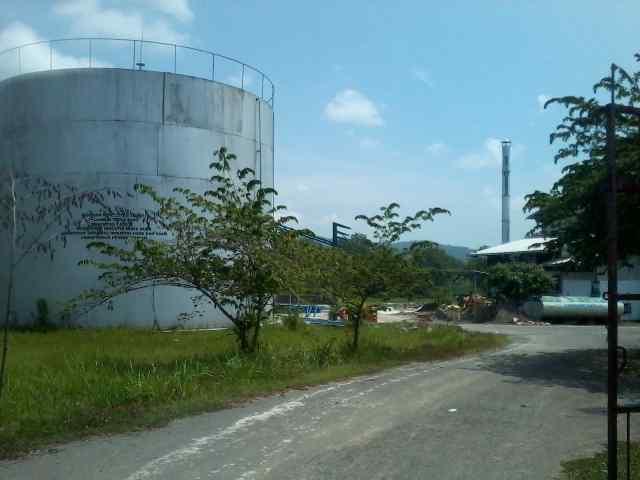 Suasana pabrik gula mini milik PT RBSJ di wilayah Desa Bangunrejo Kecamatan Pamotan, Senin (2/3/2015). (Foto: mataairradio.com)