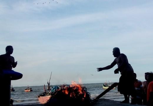 Nelayan Sukoharjo Sita dan Bakar Cotok Apolo