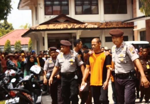 Ratusan Orang Datangi Pengadilan, Minta Warga Dibebaskan