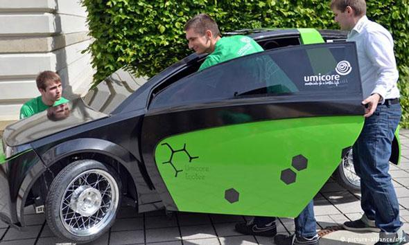 Bukan yang tercepat, tapi berupaya menjadai yang terhemat. Mobil rancangan mahasiswa Trier, Jerman, mampu menempuh jarak 3500 km dengan satu liter bensin. (Foto: dw.de)