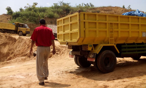 Sopir Tewas Tertimpa Tanah Longsor di Lodan Kulon