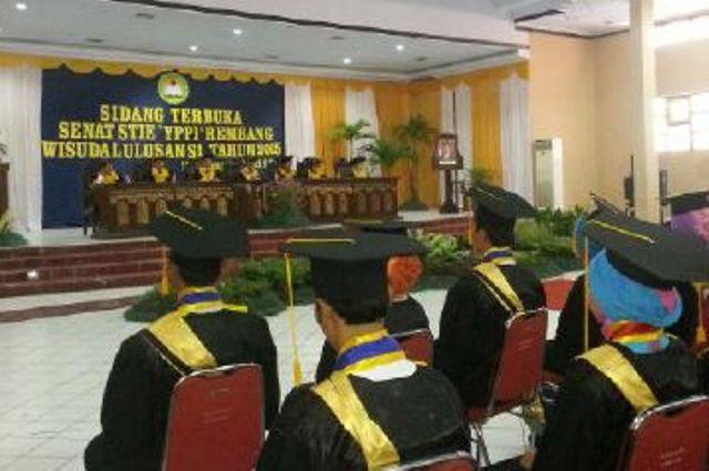 Wisuda lulusan STIE YPPI Rembang di Balai Kartini Rembang, Rabu (3/6/2015) pagi. (Foto: mataairradio.com)