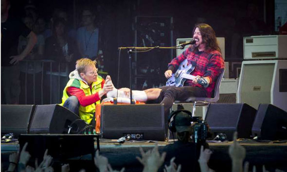 Vokalis Foo Fighters, Dave Grohl. (Foto: metalinjection.net)