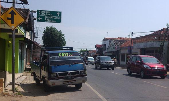 Rambu Jalan Alternatif Rembang Mendesak Dibenahi