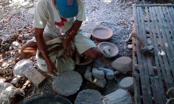 Batu Menipis, Perajin Cobek Tantang Bahaya