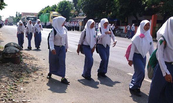 SMA/SMK di Rembang Disinyalir Wajibkan Siswa Beli Seragam