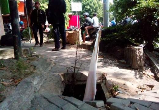 Penanganan Trotoar di Rembang Jadi Sorotan