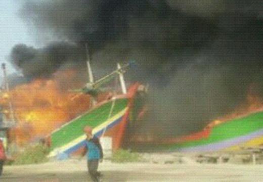 Dua Kapal Terbakar Juwana milik Nelayan Rembang