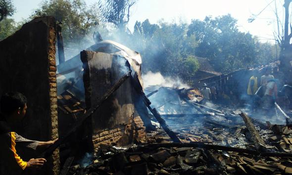 Korsleting, Rumah Janda Ludes Terbakar