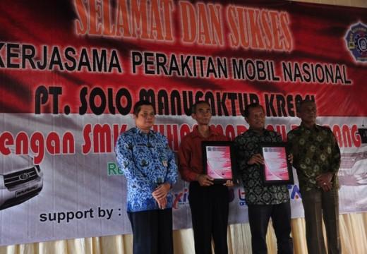 SMK Muhammadiyah Rembang Rakit Mobil Niaga Esemka