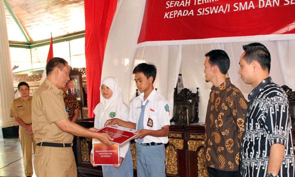 90 Pelajar Rembang Terima Beasiswa dari Sampoerna