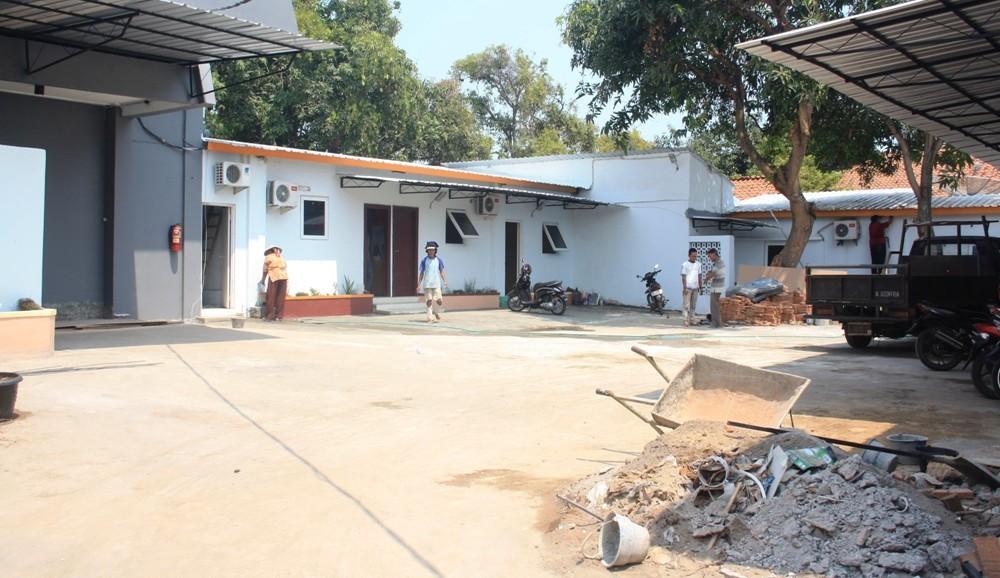 Bagian belakang lokasi bekas Kantor Dishub Rembang yang ditengarai kuat akan dipakai untuk usaha karaoke. Usaha karaoke dikecam karena didirikan di tengah kota. (Foto: Pujianto)