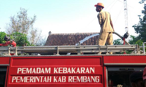 Mobil pemadam kebakaran milik Pemerintah Kabupaten Rembang. (Foto: Arif Bahtiar)