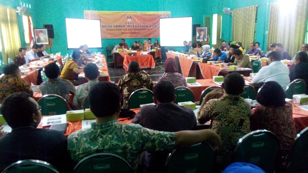 FGD sosialisasi Pilkada serentak 2015 yang digelar KPU Jawa Tengah di Gedung Hijau, Kompleks Rumah Dinas Wakil Bupati Rembang, Kamis (5/11/2015) siang. (Foto: Pujianto)