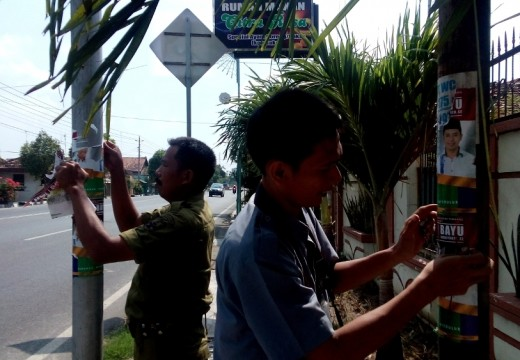 Satpol dan Panwas Kerepotan Tertibkan Bahan Kampanye