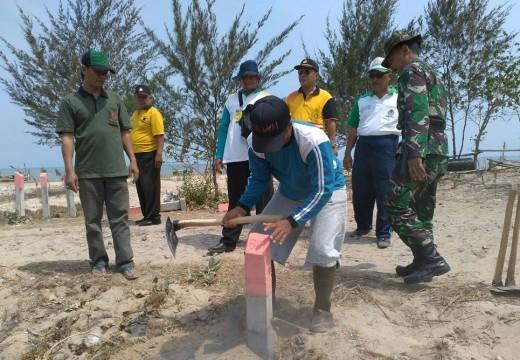 Patok Pembatas Sempadan Pantai Rembang Banyak Bergeser