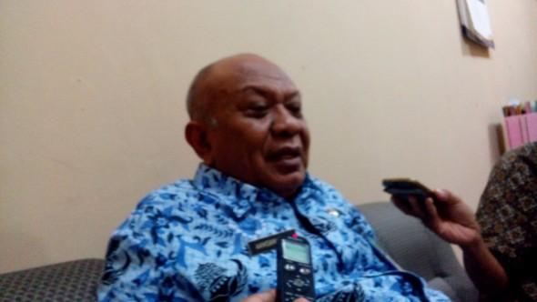 Kepala Bagian Tata Pemerintahan Sekda Rembang Akhsanudin saat berbincang dengan reporter mataairradio, Kamis (17/12/2015) siang. (Foto: Pujianto)