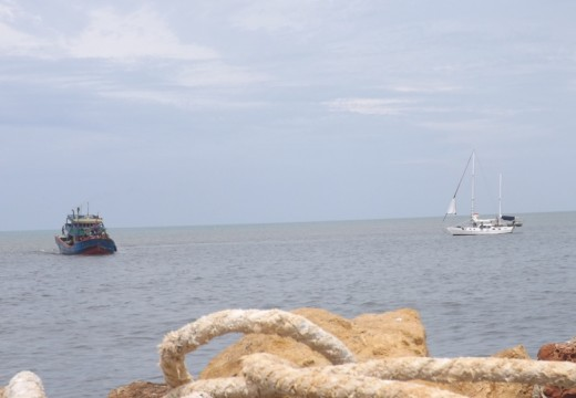 Rusak Mesin, Kapal Turis Ditepikan ke Rembang