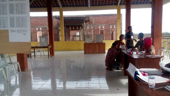 "Warga Rembang Dahulukan Tanam Padi Baru ""Nyoblos"""