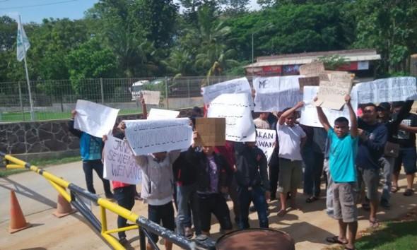 Pekerja Lokal Digosipkan akan Dikeluarkan, Omya Didemo