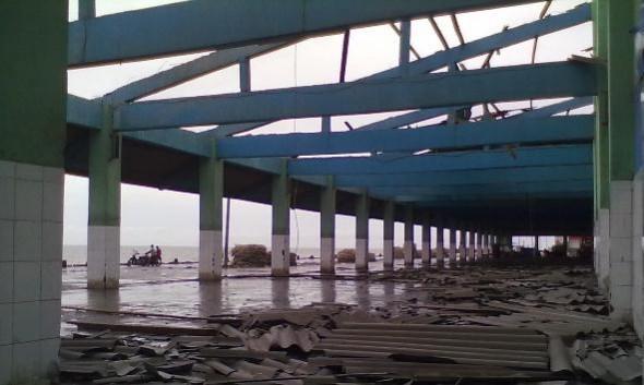 Diterjang Angin, Atap TPI Tasikagung Kocar-kacir
