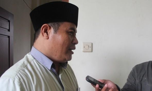 Ketua DPC PKB Rembang Sumarsono Sugeng saat memberikan keterangan kepada awak media, Senin (29/2/2016) pagi. (Foto: Pujianto)