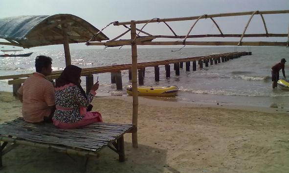 Pembangunan jetty baru Pantai Karangjahe tersendat, Sabtu (19/3/2016). (Foto: Mukhammad Fadlil)