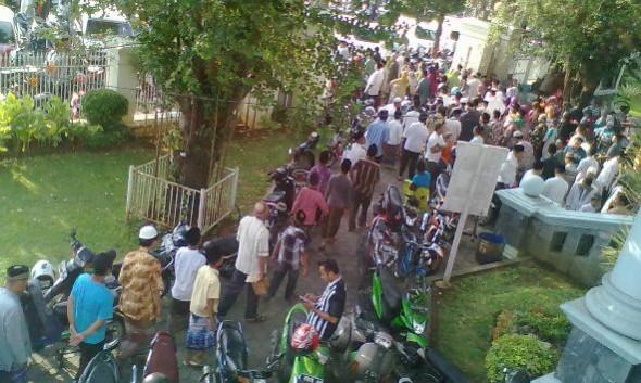 Tidak Dilewati GMT, Ribuan Orang di Rembang Shalat Gerhana