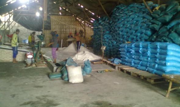Menanti Harga Tinggi, Petani Tahan Jual Garam