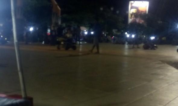 Wahana permainan anak kembali menempati areal sisi timur Alun-alun Rembang, sehingga dianggap menyita nyaris habis ruang publik di bagian tersebut. (Foto: Pujianto)
