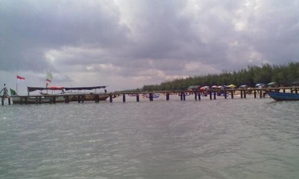 Jetty baru di Objek Wisata Pantai Karangjahe di Desa Punjulharjo Kecamatan Rembang, Sabtu (2/4/2016) pagi. (Foto: Mukhammad Fadlil)