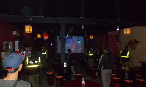 Proses Izin Empat Kafe Karaoke baru Ditangguhkan