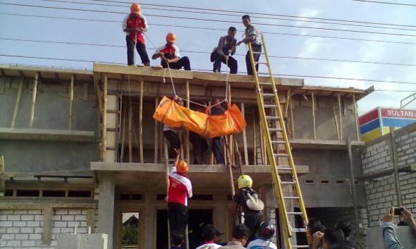 Kuli Bangunan Tewas Tersengat Listrik di Tireman