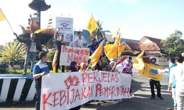 PMII Unjuk Rasa Desak Pembangunan Infrastruktur di Rembang